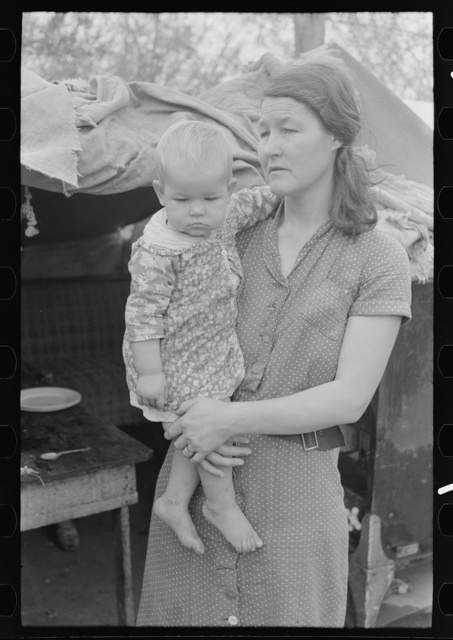 Migrant mother with child, near Harlingen, Texas