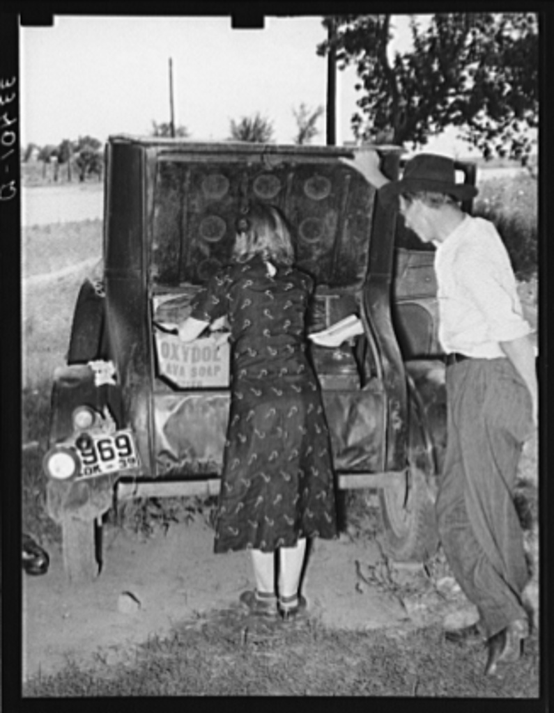 Migrants loading rear deck of automobile while camped near Prague, Oklahoma. Lincoln County, Oklahoma