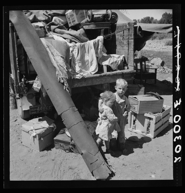 """Migratory children living in """"Rambler's Park."""" They have lived on the road for three years. Nine children in the family. Yakima Valley, Washington"""