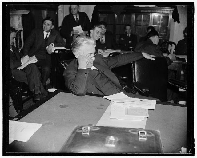 Minnesota Senator. Washington, D.C., April 13. A new informal picture of Senator Henrik Shipstead, Farmer-Labor member from Minnesota, 4-13-39