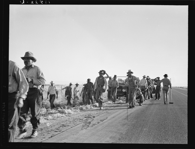 Near Los Banos, California. Migratory agricultural workers. Cotton hoers leave the field at end of the day. Wages twenty cents an hour