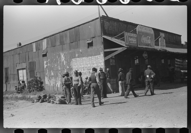 Negro section of town, Saturday afternoon, Belzoni, Mississippi