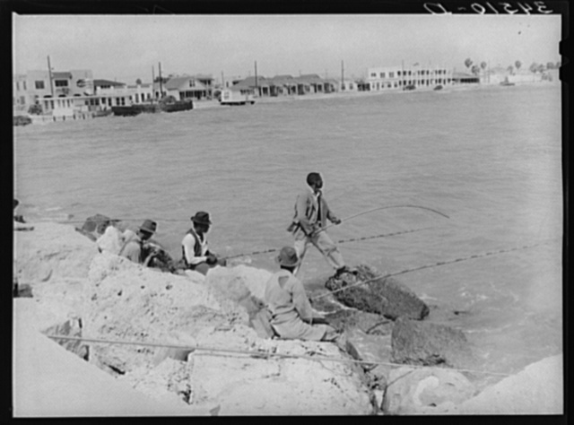 Negroes fishing from pier. Corpus Christi, Texas