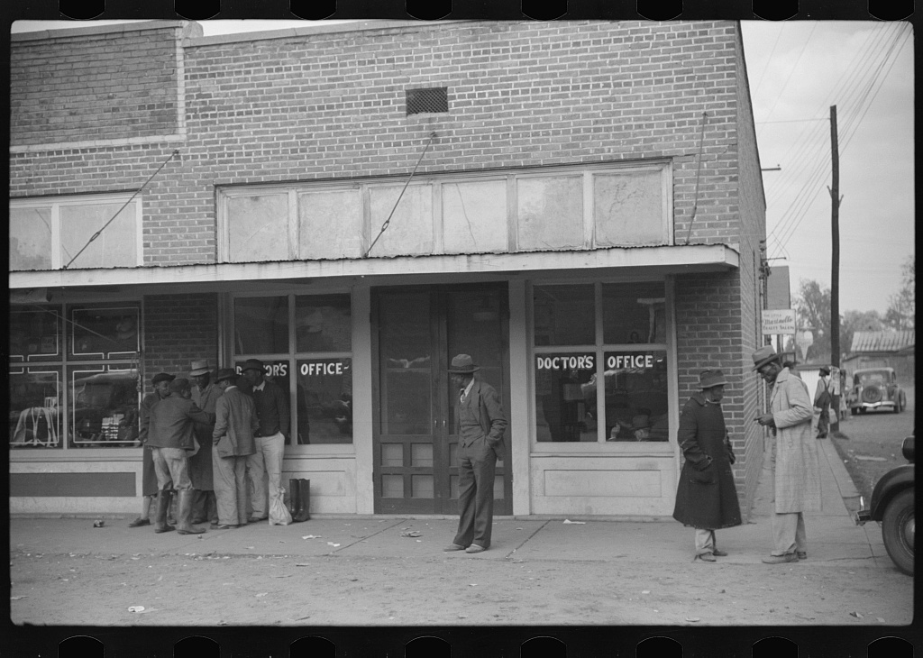 Negroes in front of doctor's office in Merigold, Mississippi