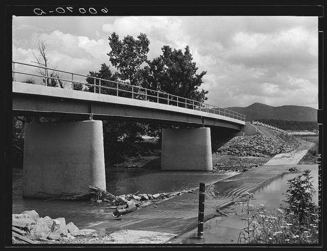 "New bridge and old ""submarine"" bridge at Tygart Valley Homesteads, West Virginia"