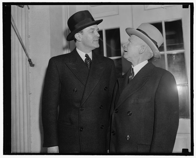 New Finnish Minister credentials. Washington, D.C., March 22. The new Finish Minister Hjalmar Procope, left, who presented his credentials to President Roosevelt today, is pictured leaving the White House with George Summerlin, Chief of Division of Protocol, State Department. 3-22-39