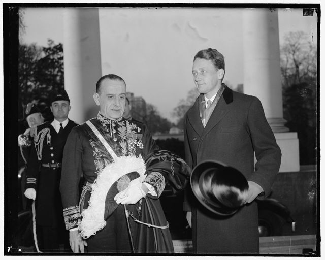 New Italian Ambassador presents credentials. Washington, D.C., March 22. The newly appointed Italian Ambassador to the United States, Don Ascanio Dei Principi Colona, arriving at the White House to present his credentials to President Roosevelt today. He is pictured with Stanley Woodward, right, Asst. Chief of protocol State Department. 3-22-39