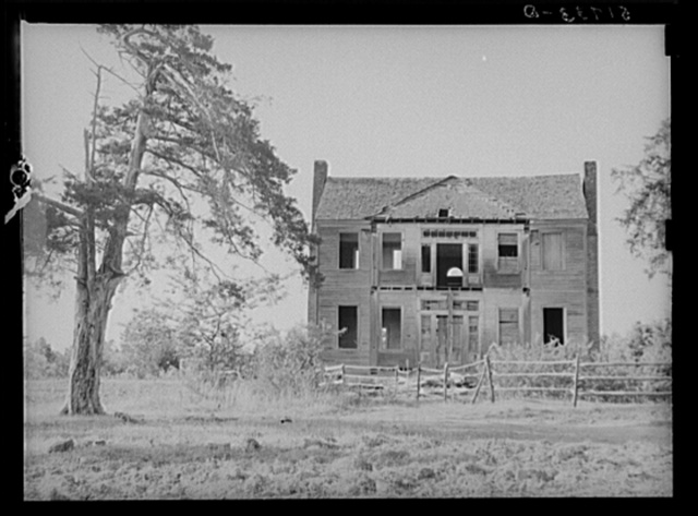 Old abandoned plantation owner's home near Monticello, South Carolina