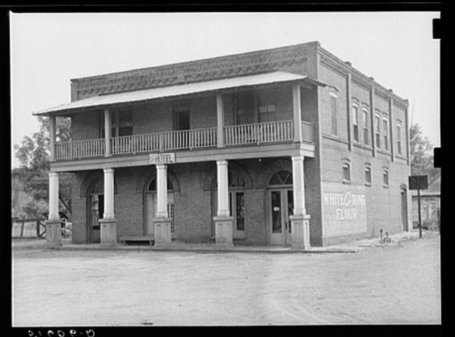 Old hotel in Dover, Georgia