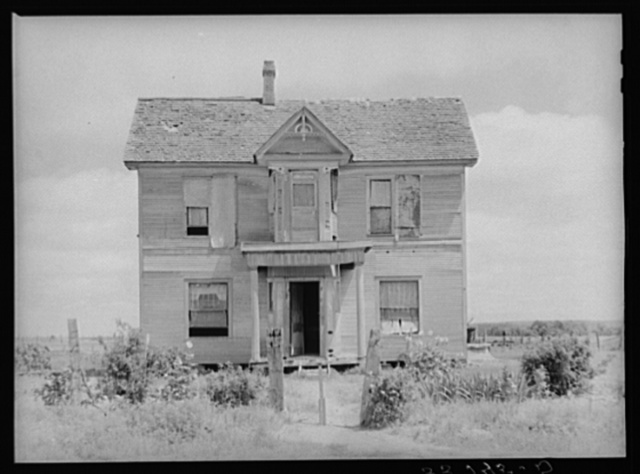 Old mansion now occupied by several families of Negroes. Muskogee County, Oklahoma