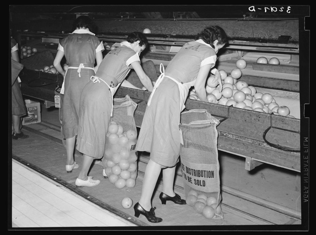 Packing grapefruit into sacks. This is common method of packing for relief distribution. Weslaco, Texas