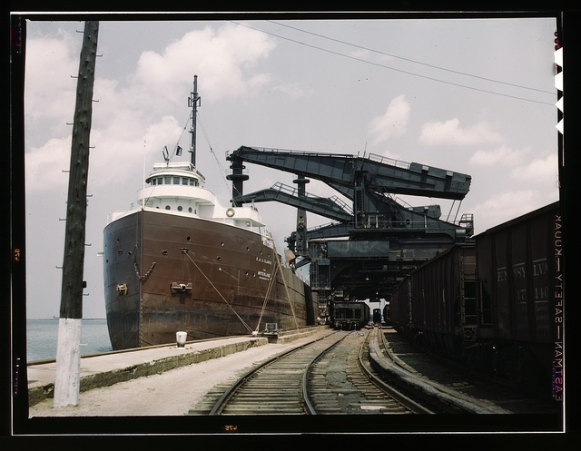"""Pennsylvania R.R. ore docks, unloading ore from a lake freighter by means of """"Hulett"""" unloaders, Cleveland, Ohio"""
