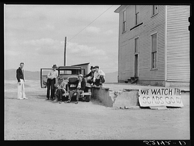 Picketing. Copper miners on strike waiting for scabs to come out of mines. Ducktown, Tennessee