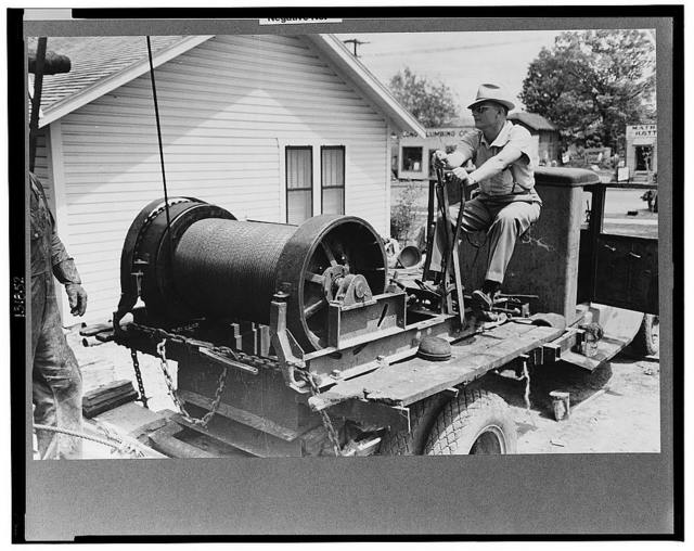 Portable winch at oil well used to raise drill pipe from hole, Kilgore, Texas