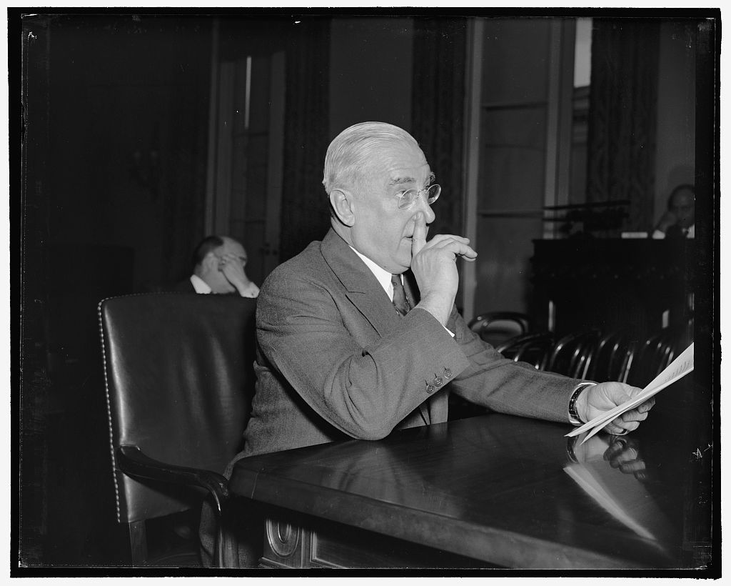 Proposes Air Defense Cabinet separate from Army and Navy. Washington, D.C., Jan. 31. Kern Dodge, President of the Air Defense League, appearing before the House Military Affairs Committee today proposed the establishment of an Air Defense Cabinet, separate from the Army and Navy and with an Assistant Secretary as Director. He also urged passage of immediate legislation to build up a synchronized force of pursuit, observation and bombing planes, 1-31-39