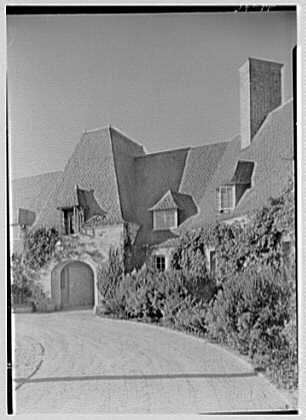 Rush Sturges, residence in Wakefield, Rhode Island. Vertical detail, service arch