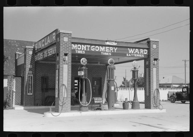 Service station, Dalhart, Texas