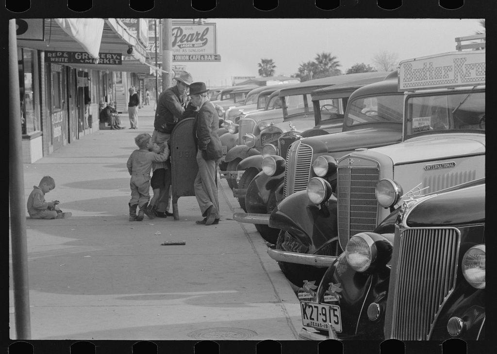 Street scene, Crystal City, Texas