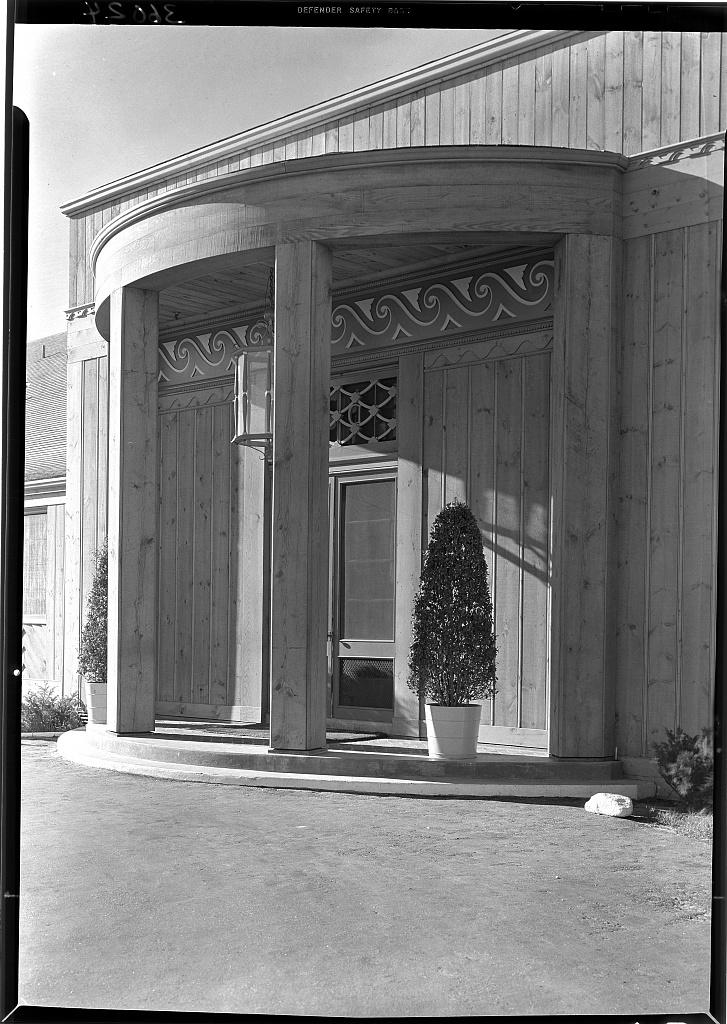 The Dunes Club, Narragansett, Rhode Island. Entrance portico