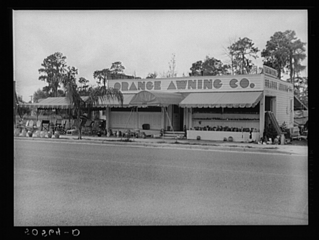 Typical highway tourists shop near Winter Haven, Florida