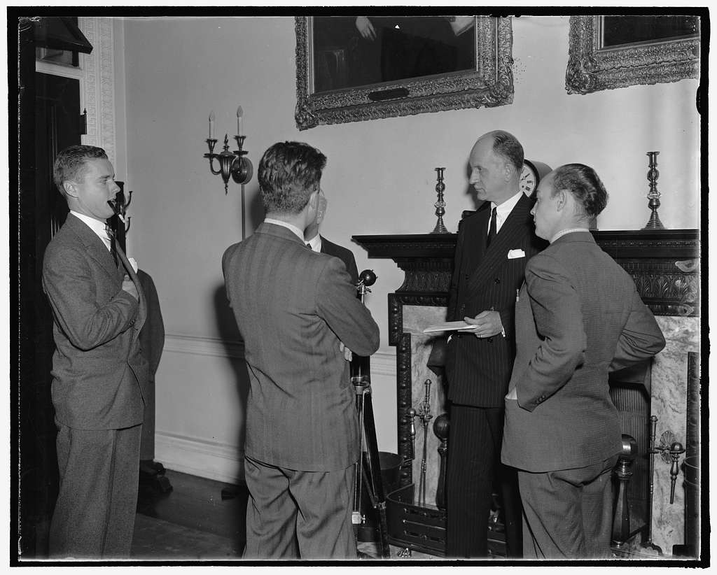 Undersecy. of State Sumner Welles holds press conference