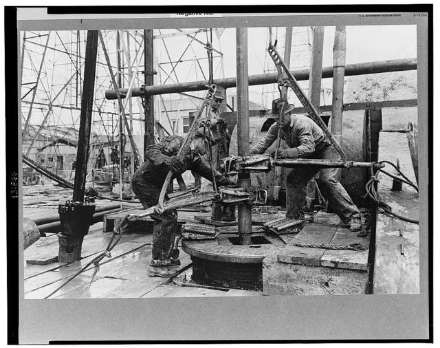 Unloosening sections of pipe, oil well, Kilgore, Texas