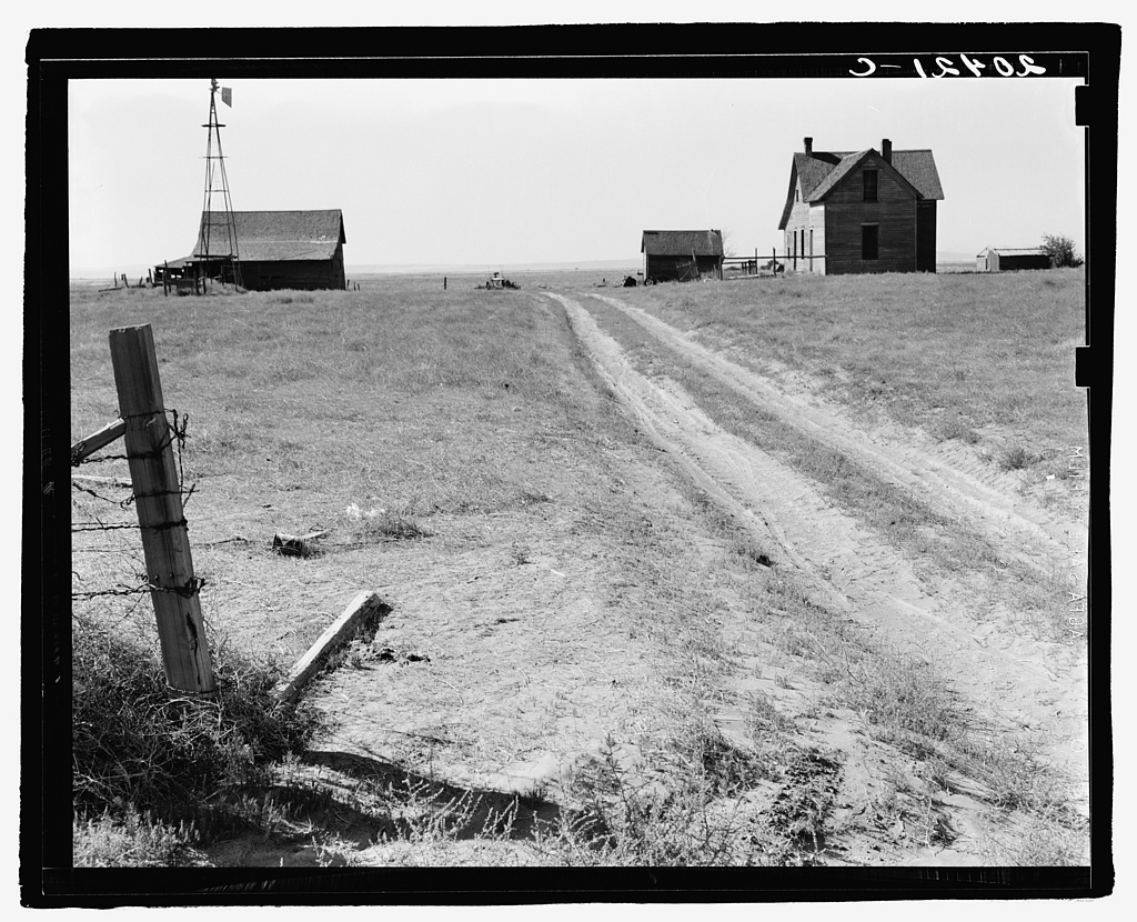 Washington, Grant County, one mile east of Quincy. Abandoned farmhouse in Columbia Basin