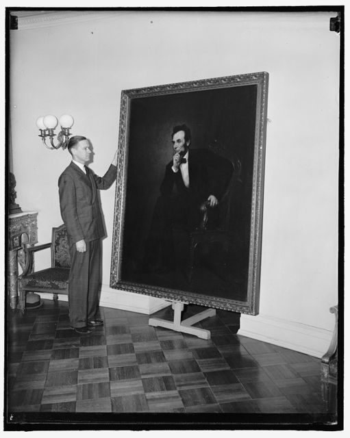 White House gets Lincoln portrait through will of Mrs. Robert Todd Lincoln. Washington, D.C., March 22. Through provisions of the will of the late Mrs. Robert Todd Lincoln who died in 1937, a portrait of Lincoln painted by G.P.A. Healy was to become the property of her daughter, Mary Lincoln Isham, and following her death to be offered to the U.S. Government, provided that it be hung in the White House. Through executors of the will, the White House accepted the painting and it was today delivered to Capt. Howard Ker U.S. Engineer Corps, in charge of buildings and grounds at the White House. Capt. Ker is shown with the Healy portrait. 3-22-39