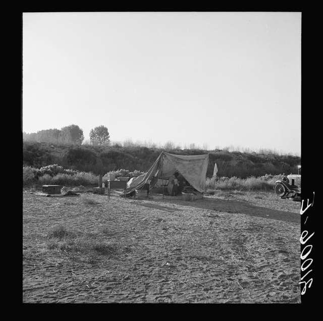"""Young family on ditch bank, waiting to enter farm family labor camp (FSA - Farm Security Administration). They came from North Dakota, have young baby. """"Two years in this kind of work."""" Merrill, Klamath County, Oregon"""