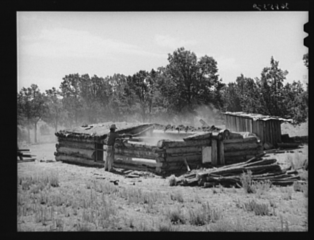 A neighbor who is helping Faro Caudill tear down his dugout. Pie Town, New Mexico