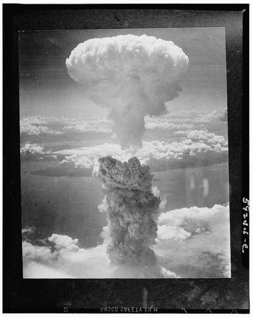 [Bikini attol (in the Pacific ocean). Aerial view of clouds raised by test explosion of an atomic bomb]