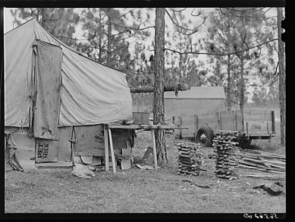 Camp Livingston construction worker's shack and tents near Fort Beauregard. These are along the main highway on government property so they do not have to pay rent. Most of the people cook outdoors and haul water from a nearby church faucet. There are no sanitary facilities and most of them have brought here their own lumber for building their shacks, or made them out of old trucks. Alexandria, Louisiana