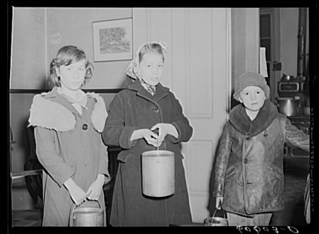 Children of poor families bring their pails to the city mission for soup which may be left over after twenty-five men have been fed. Dubuque, Iowa