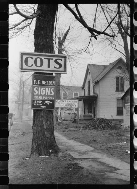 Cots in demand because of oil boom, Salem, Illinois