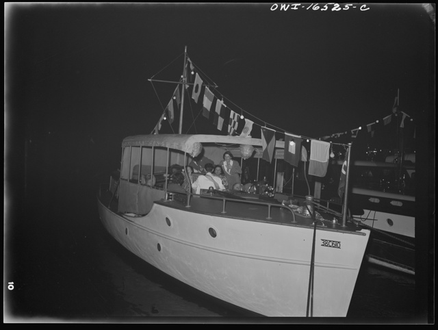 Detroit, Michigan. A Venetian night party at the Detroit yacht club, whose members represent the wealthier class of manufacturers and their friends. Typical cabin cruiser at night