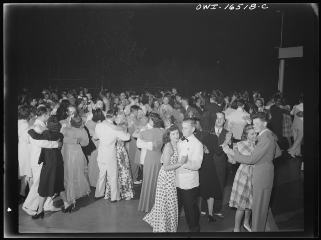 Detroit, Michigan. A Venetian night party at the Detroit yacht club, whose members represent the wealthier class of manufacturers and their friends. Crowd dancing