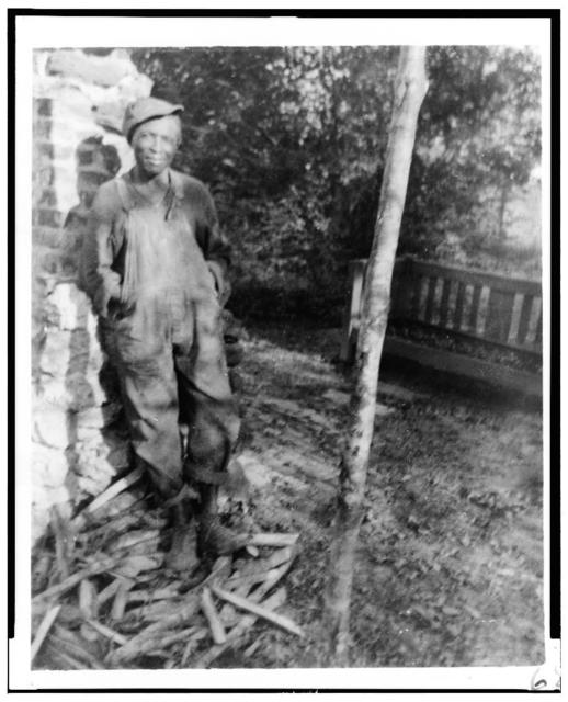 [Enoch Brown, outside the home of Mrs. Ruby Pickens Tartt, Livingston, Alabama]