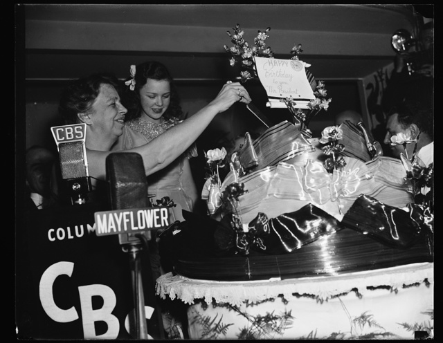 FIRST LADY CUTS PRESIDENT'S BIRTHDAY CAKE. WASHINGTON, D.C. JANUARY 30. TO CLIMAX THE ROUNDS OF THE MANY BIRTHDAY BALLS AT VARIOUS HOTELS IN THE CAPITAL TONIGHT, MRS. ROOSEVELT CUT A HUGE CAKE AT THE MAYFLOWER HOTEL. GLORIA JEAN, JUVENILE MOVIE STAR, IS SHOWN WITH THE FIRST LADY