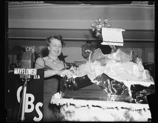 FIRST LADY IN JOVIAL MOOD AS SHE SLICES HUGE PRESIDENT'S BIRTHDAY CAKE. WASHINGTON, D.C. JANUARY 30. MRS. ROOSEVELT CUTS THE PRESIDENT'S BIRTHDAY CAKE AFTER REACHING THE MAYFLOWER HOTEL TONIGHT FOLLOWING HER VISIT TO THE MANY BIRTHDAY BALLS BEING STAGED IN THE CAPITAL TO HONOR PRESIDENT ROOSEVELT AND HELP THE FIGHT AGAINST INFANTILE PARALYSIS
