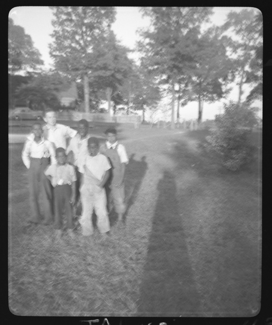 [Frank Gallaway, Lester Powell, and friends,  Wiergate, Texas]