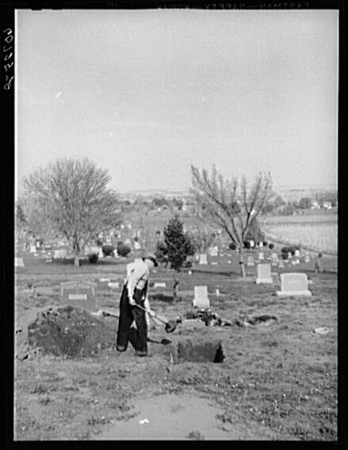 Gravedigger. Woodbine, Iowa