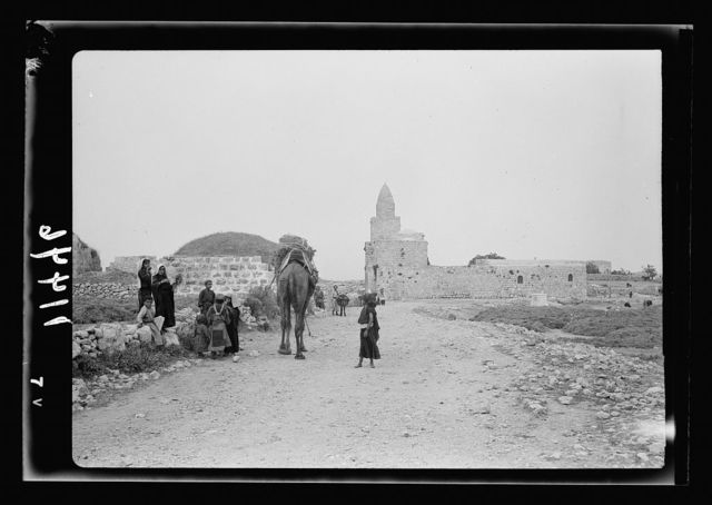 Halhul village at kilom[eter] 30 on Hebron road. Approach to Halhul village showing shrine of Neby Yunis on right