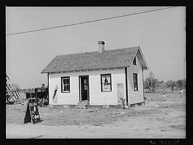 Home of gypsy family on U.S. 13 about five miles south of Salisbury, Maryland