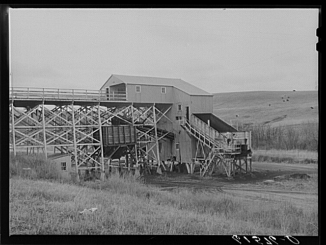 Lignite coal mine operated by coop. Burlington project, North Dakota