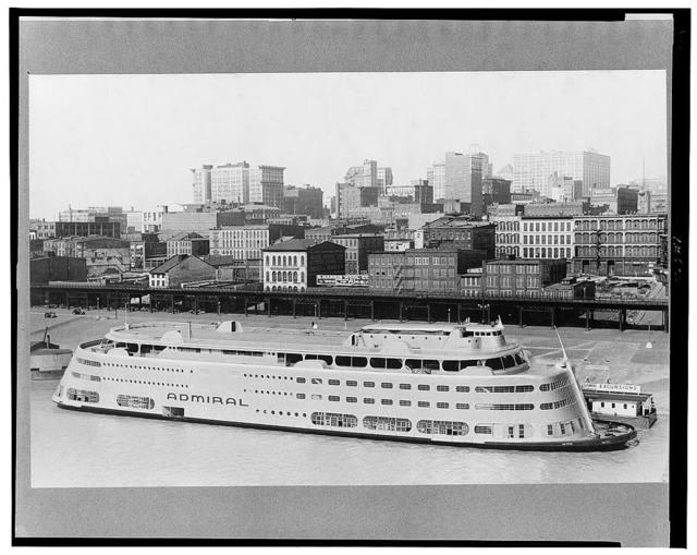 Modern riverboat, St. Louis, Missouri