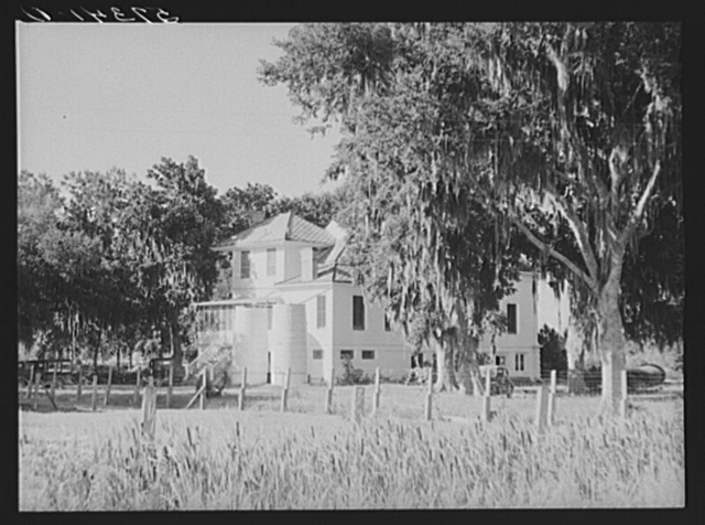 Old sugar plantation home which is now the FSA (Farm Security Administration) office on Terrebonne Project. Schriever, Louisiana