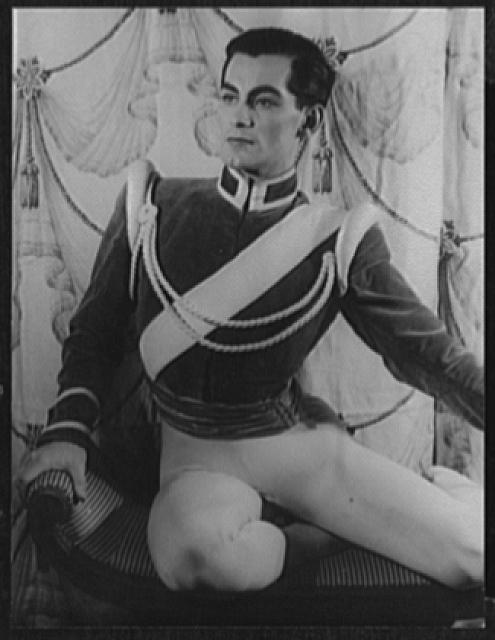 [Portrait of Hugh Laing, in Jardin aux Lilas]