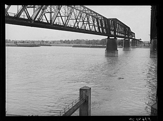 River gauge for water level and bridge across the Mississippi. Memphis, Tennessee