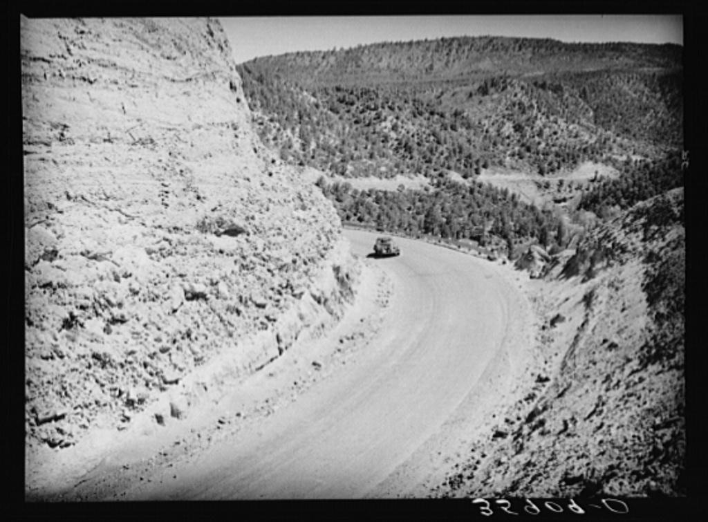 Sharp curves are prevalent along the highway at Carrizo Creek. Navajo County, Arizona