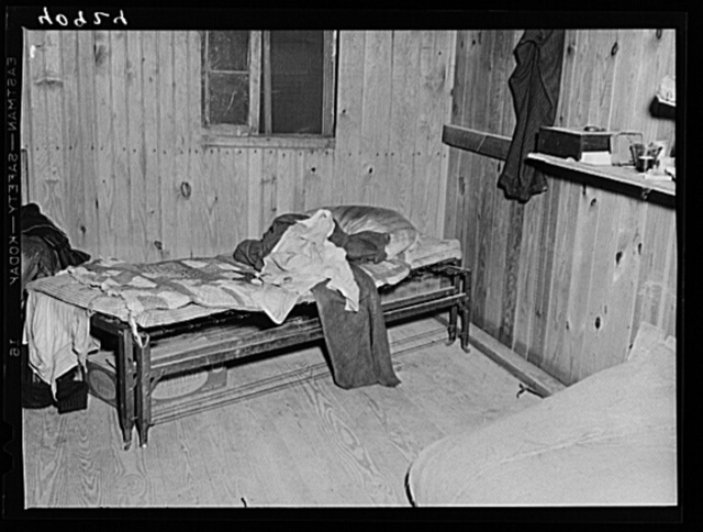 Sleeping quarters for migratory workers near Cedarville, New Jersey